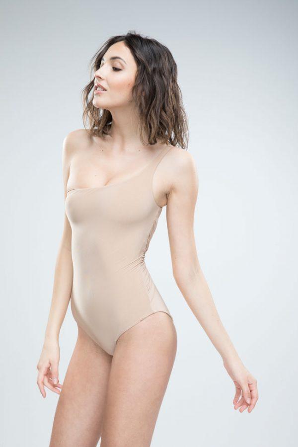 Donna con costume Grace nudo