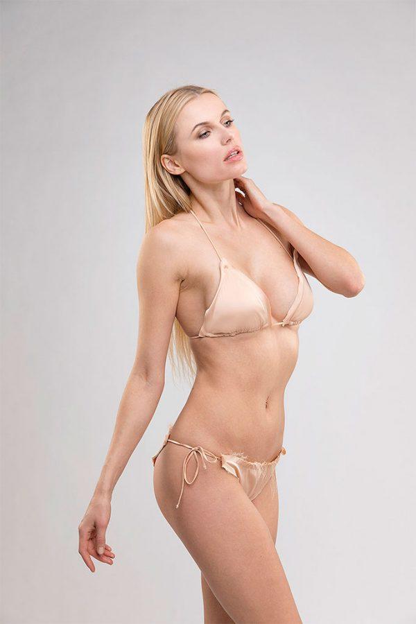 Donna con costume Cindy nudo